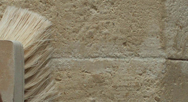 Fausse pierre brosser